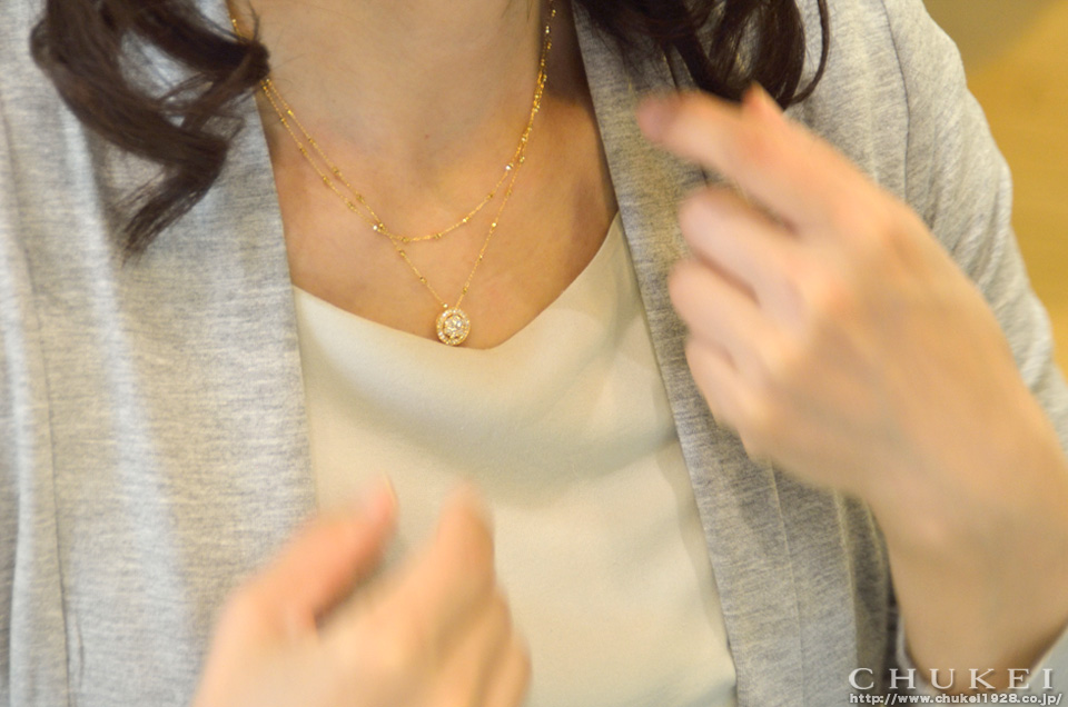 K18ダイヤネックレス 短く装着