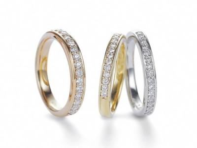 人気のハーフエタニティーは、ダイヤの美しさと耐久性を兼ね備えたデザインです。ブライダルだけでなく、記念日のギフトとしてもおすすめ。