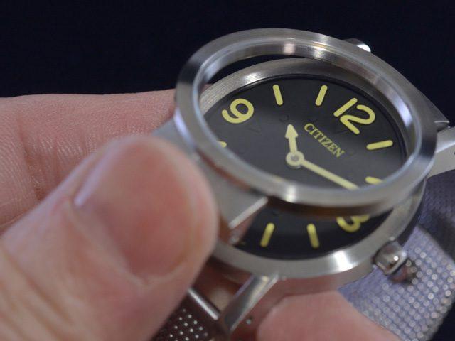 シチズン視覚障害者対応時計AC2200-55E 風防開け